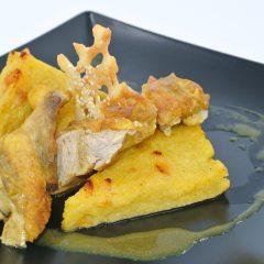 Suprême de pintade, polenta et jus au raz el hanout