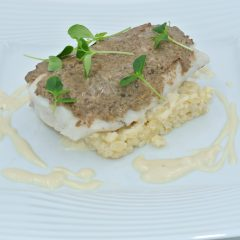Pavé de merlu, duxelle de champignons, blézotto et crème à l'échalote